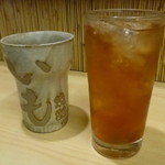 越山 - ドリンク写真:ウーロン茶 Ice & Hot(各200円)