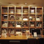 TOKYO PEOPLE'S CAFE - 人間も一緒に愉しめる