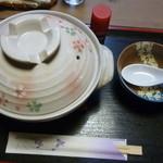 茶房 あゆみ - 鍋焼きにゅうめん(外観)