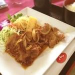 モナーク - 生姜焼き定食(๑´ڡ`๑)ちょっと洒落た感じで…(๑¯◡¯๑)