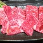 17365141 - Aセット1,000円の日替わりお肉のロースとカルビ