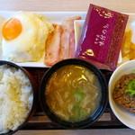 17365431 - ベーコンエッグ朝食
