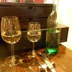 メリメロ - 魚料理だからの理由づけでグラス白ワイン追加