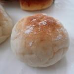 原パン工房 - リベイクした丸パン