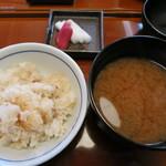 き八 - 土鍋めし、蜆のお味噌汁、香の物