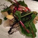 キョウヤ クチーナ イタリアーナ - アワビとツブ貝のサラダ仕立て。