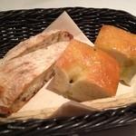 キョウヤ クチーナ イタリアーナ - パンも美味しかった。