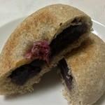 17372696 - 天然酵母のあんパン、割ってみました