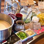 *定食はお新香、ゆし豆腐、キャベツ、ご飯おかわり無料