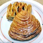 ブレッドカフェ ハックルベリー - 料理写真:シェルフランス・カスタード(手前)& アップルパイ(2013年2月)