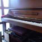 ヴィーコロ - ピアノもありますよ~