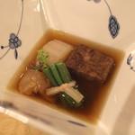 トゥ・ラ・ジョア - 青大根と和牛の炊き合せ (2013/02)