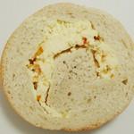 17380467 - 六甲ベーグル<オレンジ&クリームチーズ>(断面、2013年1月)