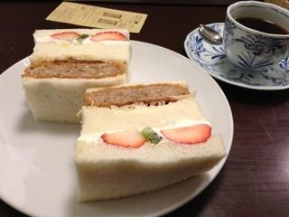 さえら - フルーツ&メンチカツ650円 +セットコーヒー200円