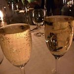 17381295 - 先ずは「スパークリングワイン」を。口当りがよく飲みやすい。