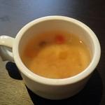 イタリアン ベレッツァ - だしの素、鰹節味がするスープ