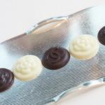 ベージュ アラン・デュカス 東京 - 食後の小菓子:チョコレート2種