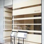 ベージュ アラン・デュカス 東京 - 銀座一丁目8番出口から歩いて3分ほど。シャネルビルの10階にあります。
