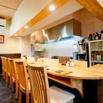 近吉 - オープンキッチンで料理人との会話も楽しんでください