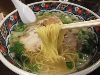 あじさい 札幌エスタ店 - 店員さん「当店は細麺ですから、固めに仕上げました!」←欲を言えば、もう少し小麦の旨みとプリッと感が欲しいですね。