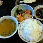 松福園 - 1000円コースのスープ、キムチ、ご飯