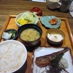 博多いねや - お味噌汁と御飯と香の物にメインの鰯明太子が運ばれて来たらオリジナルの朝食セットの完成です。