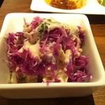 ブション - 紫キャベツとクルミとチキンのサラダ