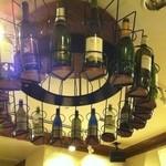 ブション - 天井にワインが!!
