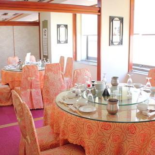 窓のある個室でゆったりとお食事をお楽しみ下さい。
