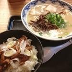 由丸 - 『博多ラーメンとホルモンごはんのセット』