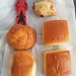 シライシパン アウトレットショップ - 20円パン(1個はクリームパン)
