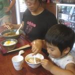 17406302 - 2011年8月20日 子供用おわんは、 のりとなるとを入れてくれる。