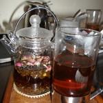 黒猫夜 - バラ茶