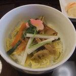 料亭 冨茂登 - 山菜?ごはん。酢飯。この値段の〆としては少し残念でした