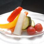 はちまる サイド B - 彩り野菜の自家製ピクルス