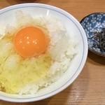 松任製麺 - 赤玉子かけごはん