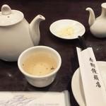 南翔饅頭店 - ポットでの中国茶が嬉しい。
