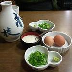 南枝 皿そば - カエシと薬味(青葱・わさび・とろろ・生卵)です。
