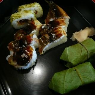 柿の葉ずし 平宗 - 料理写真:焼き鮎ずし盛り合わせ