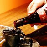 栃木ホルモン 炭臓 - 裏メニューの日本酒はしずる感ある酒器で