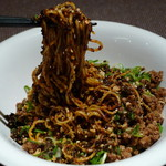 四川曹家 担担麺館 - 燃えるそば(麺をしっかり混ぜたところ、2013年1月)