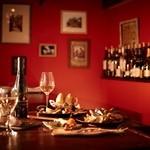 マリスコ - 地中海の陽気なカラーで統一された店内は34席!(カウンター&半個室あり)