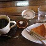 17423229 - チーズケーキ&コーヒー
