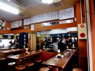 秋田屋 - 開店直後の店内、その後10分で満席に!(2013.Feb)