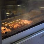 ほさかや - 一見焼鳥を焼いてるかと思いきや、ウナギを焼きまくっている!