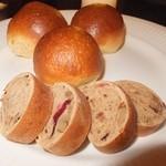 カフェ リポース - サービスのパン。