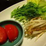 山みず木 - 乳酸菌野菜と地鶏摘入鍋のレタス トマト 牛蒡 美味しい!!!