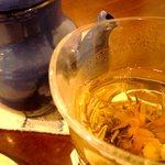 MODeL T - 花が咲く中国茶。
