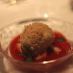 リストランテクロディーノ - シナモンが香るリコッタチーズのお団子 苺とミントのソース