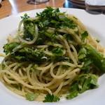 タケル クインディチ - しらすとブロッコリーのスパゲティ